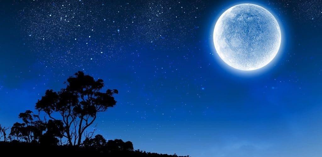 Лунный диск ночью