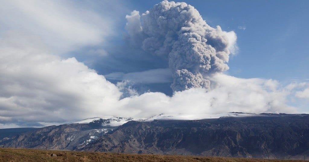 Эйяфьядлайёкюдль (Eyjafjallajökull) - извержение
