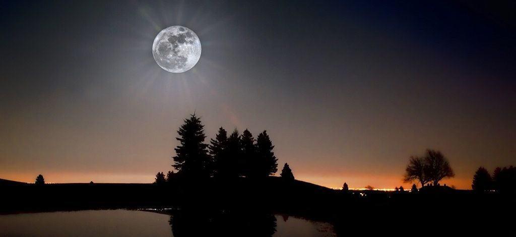 Светящаяся луна