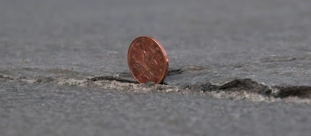 Примета: подкладывание монетки