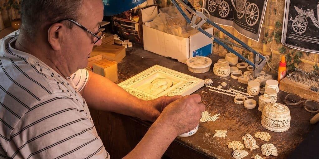 Резьба по кости: материалы и инструменты