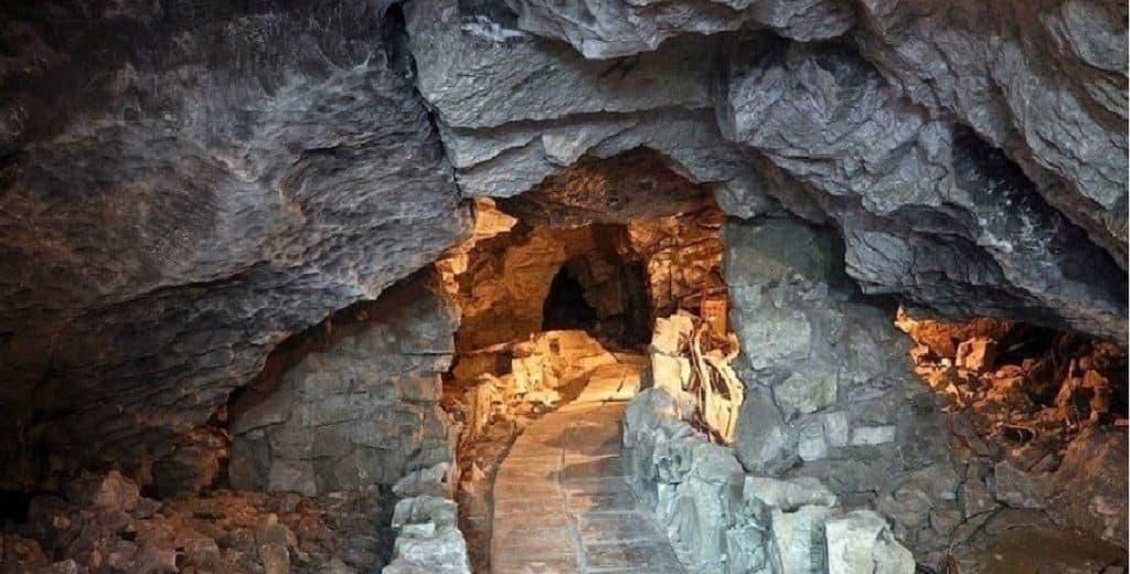 Вход в Кунгурскую пещеру