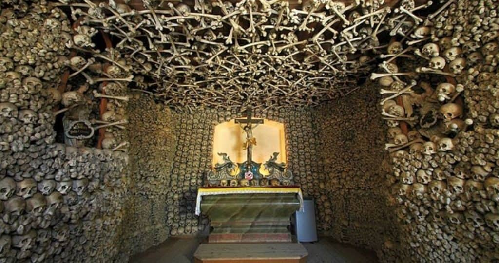 История возникновения храмов из костей