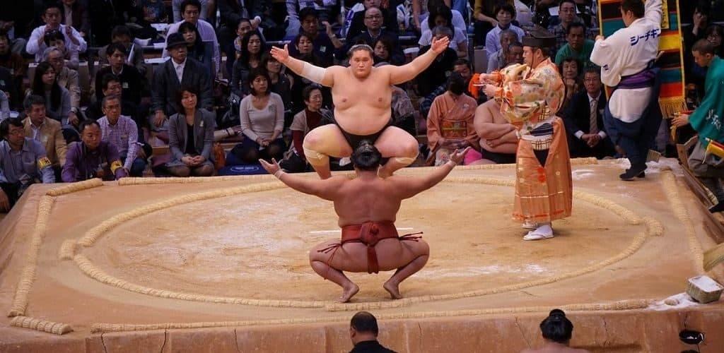 Ритуалы сумоистов перед поединком