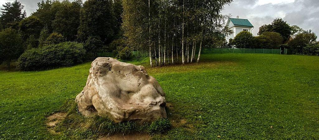 Бабий камень в усадьбе Шахматово