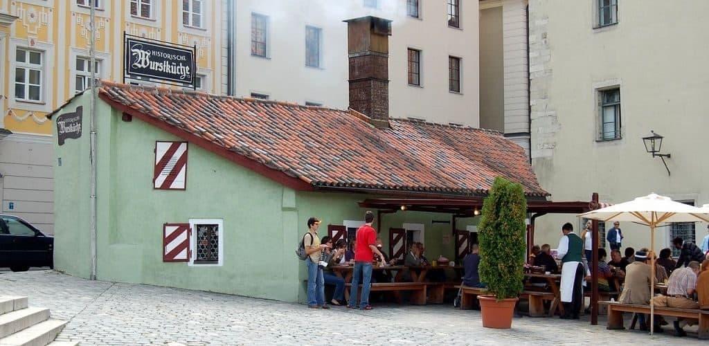 Самая старая закусочная в мире в городе Регенсбург