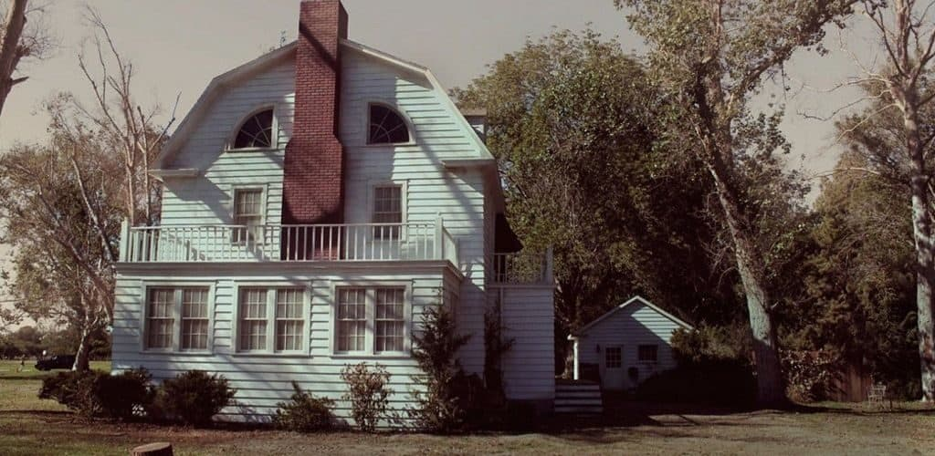 Дом с приведениями в городке Амитивилль