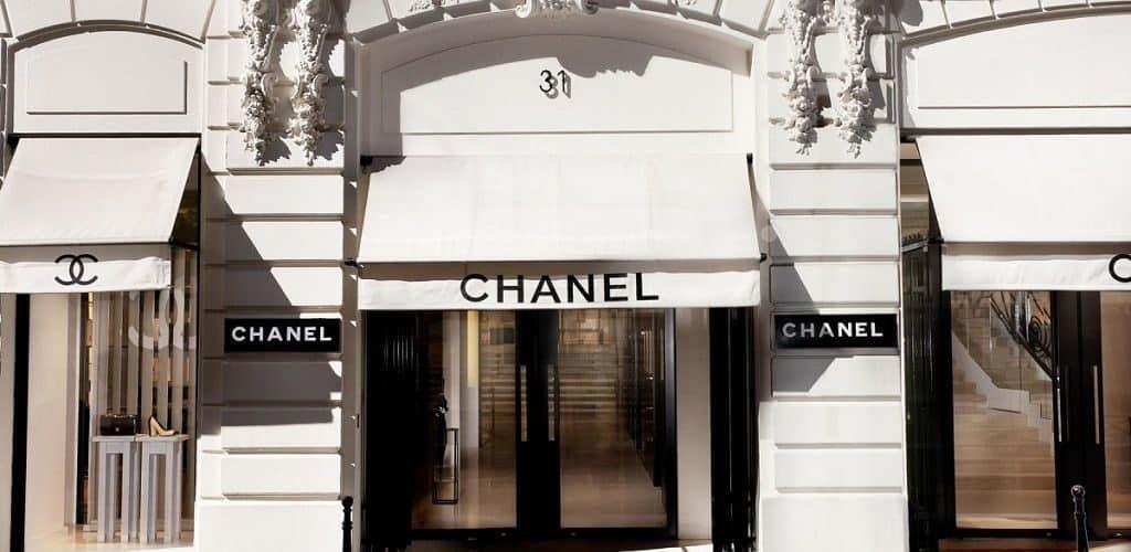 Популярная французская парфюмерная марка Шанель №5