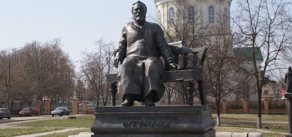 Памятник Лескову в г.Орле