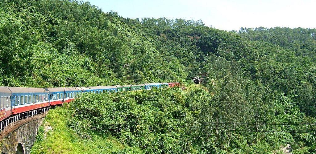 Перевал Хайван, железная дорога