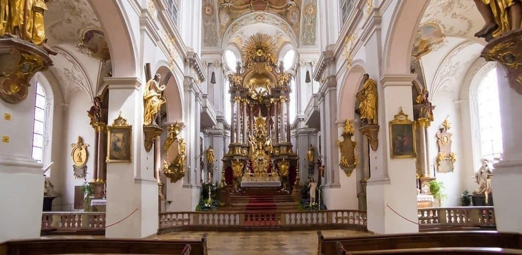 Старейшая церковь Мюнхена Петерскирхе