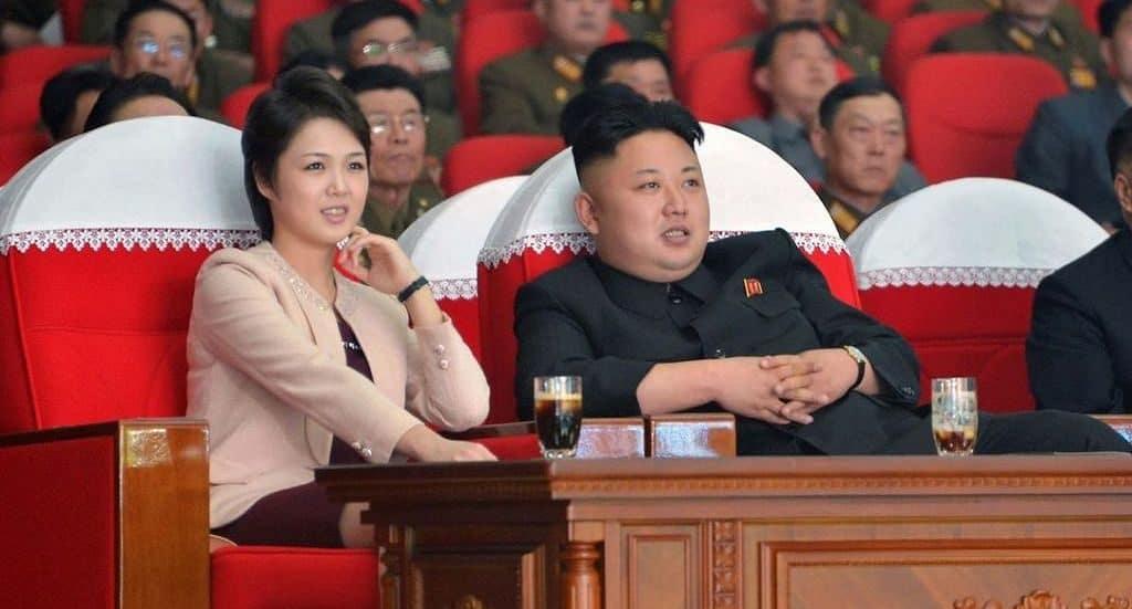 Ким-Чен-Ын с супругой