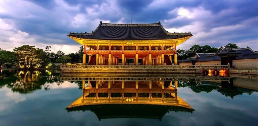 Императорский дворец Кёнбоккун