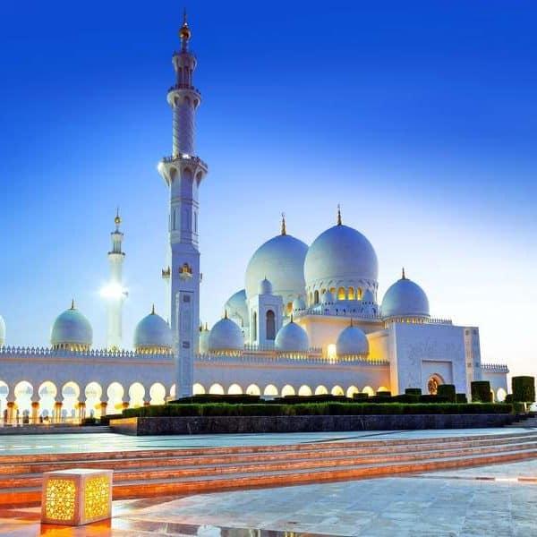 Красивая мечеть в Дубае