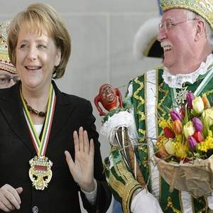 Ангела Меркель на карнавале