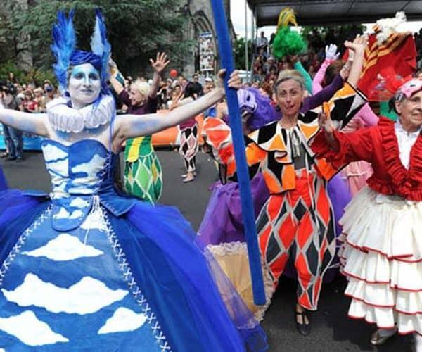 Красивые костюмы на карнавале