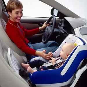 Детское автокресло на переднем сидении