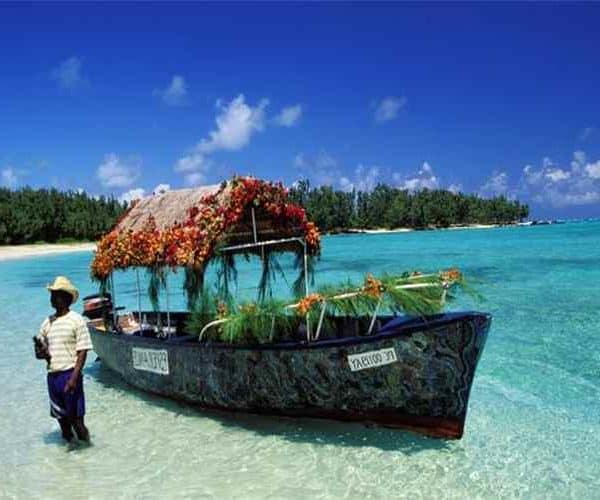 Море, красивая лодка на о. Маврикий
