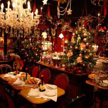 Рождественский стол в ресторане в Альпах
