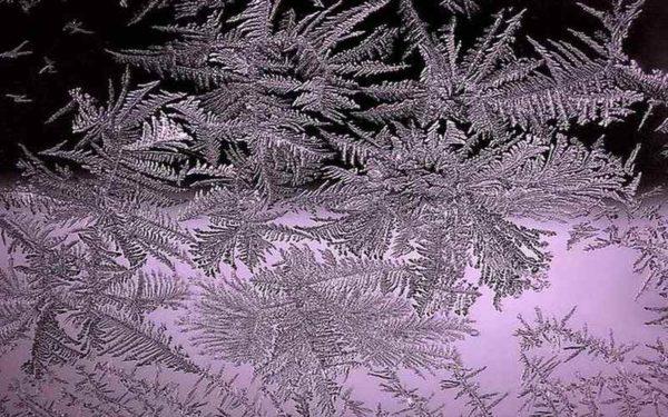 Рисунки на стеклах от мороза