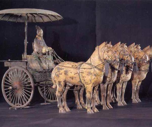 Полвозка с конями терракотовая армия
