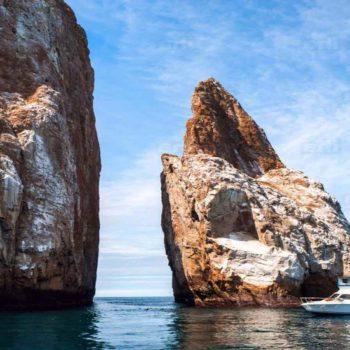 Галапагосские острова, скалы и море