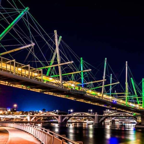 Мост Курилпа ночью