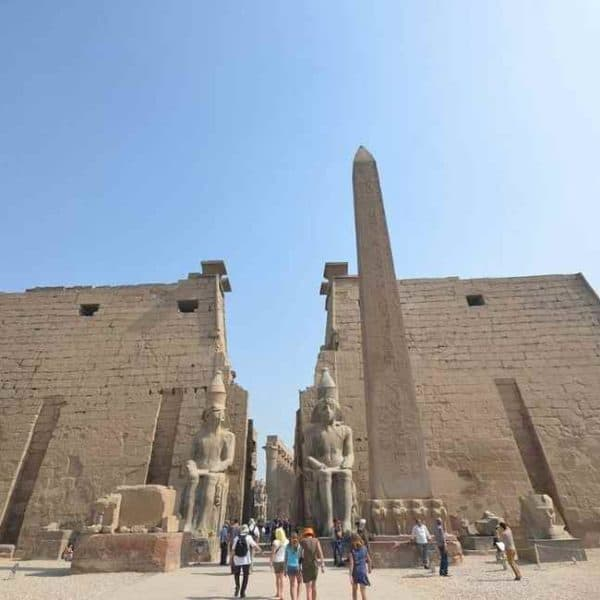 Храм в Люксоре и обелиск