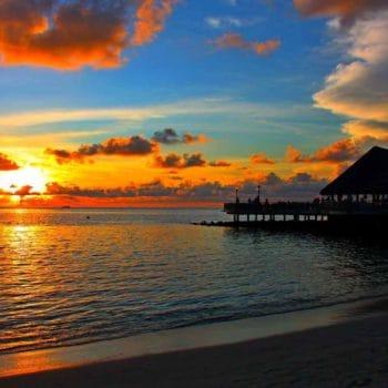 Мальдивы, закат. Обои на рабочий стол