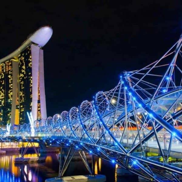 Мост Хеликс ночью