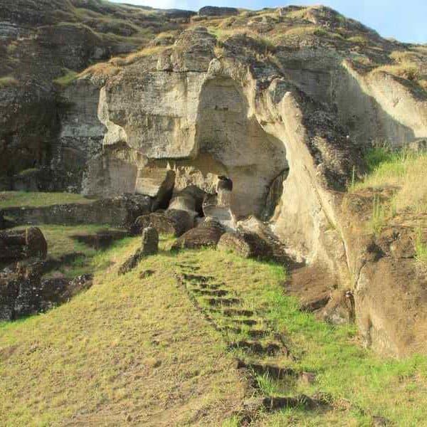 Остров Пасхи неоконченные статуи