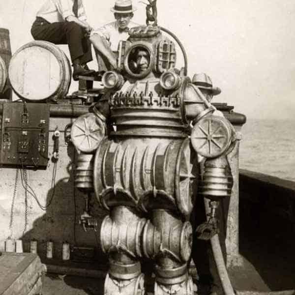 Первый водолазный костюм