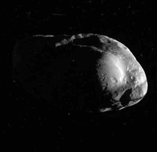 Спутник Сатурна Пан похож на пельмень