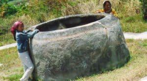 Мегалит в виде емкости на острове Сулавеси