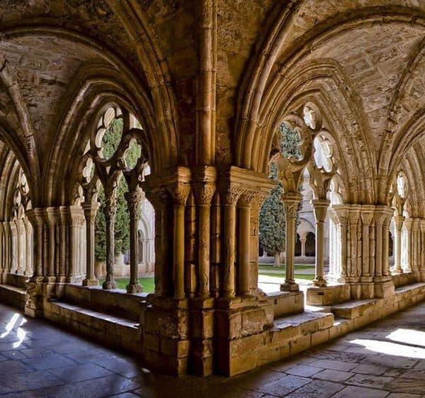 Средневековые монастыри Европы