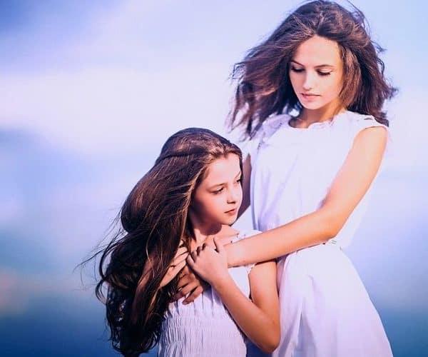 Девочка и девушка