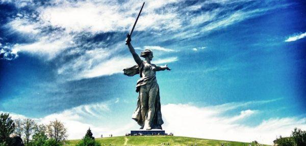 """Памятник """"Родина - мать зовет!"""""""
