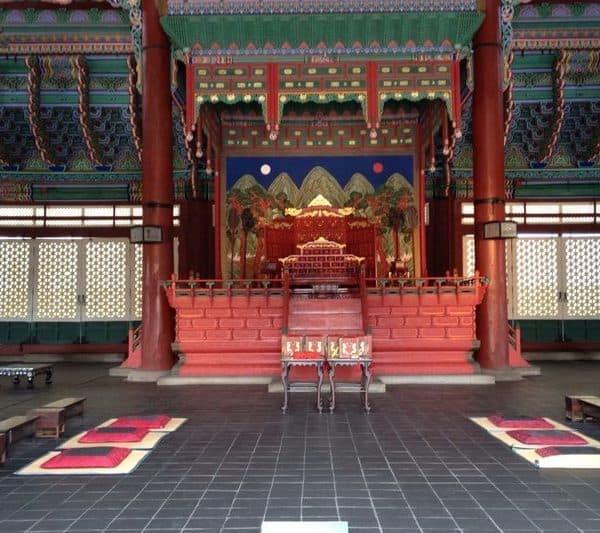 Тронный зал Кынджонджон